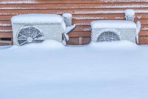 寒冷地や積雪地域で安定した能力のエアコン