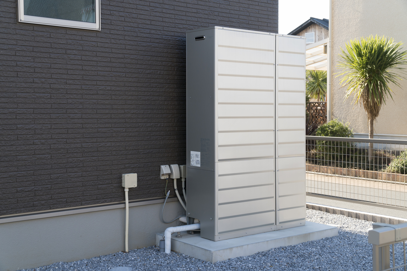 給湯器 エネファー エコ 深夜電力 住宅設備 戸建 屋外 設置例